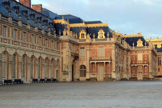 Schloss Versailles in Paris mit Vorhof