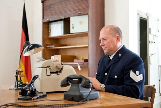 Requisiten der Polizei aus vergangenen Zeiten im Polizeimuseum Hamburg zu bestaunen