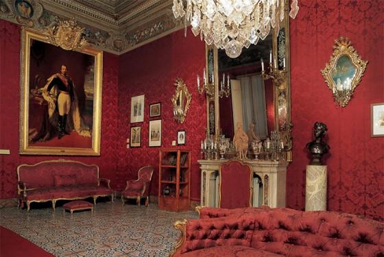 Kronleuchter in einem der Raume des Napoleon Museums