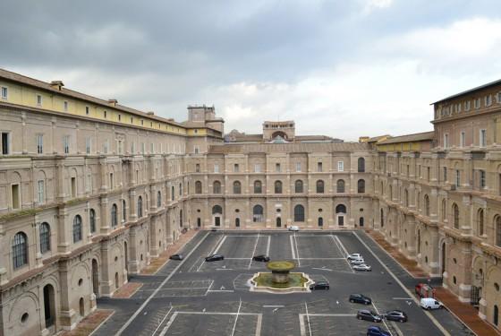 Cortile del Belvedere Gesamtansicht langezogener Hof als Verbindung zwischen Vatikanpalast mit dem Belvedere