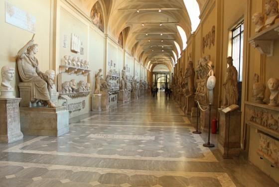 Museo Chiaramonti Ausstellung mit historischen und wertvollen Werken