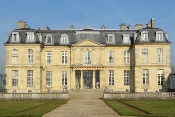 Aussenansicht auf das Château de Champs sur Marne in Paris