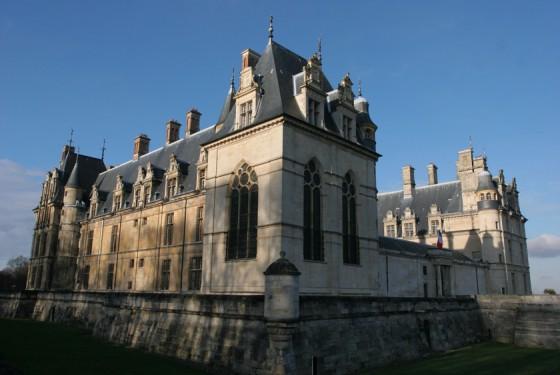 Seitenansicht vom Musée national de la Renaissance Chateau d Ecouen in paris