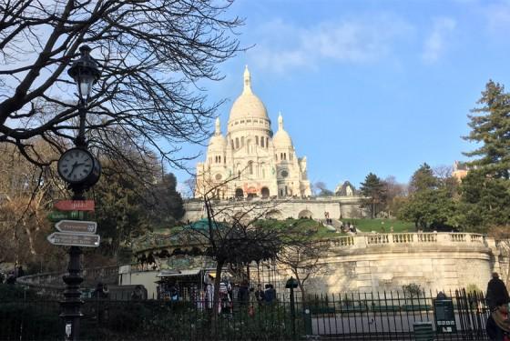 Aussenansicht der Basilique du Sacre Coeur in Paris