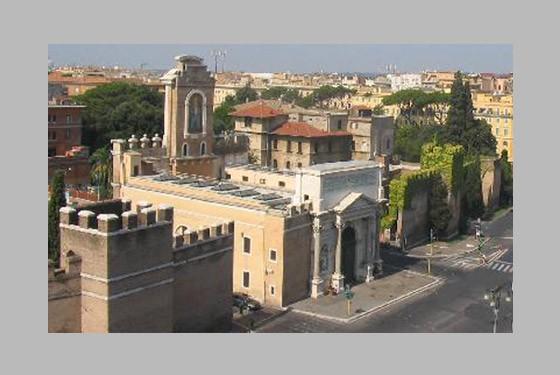 Die Aussenansicht der Stadtmauer mit dem Museo Storico dei Bersaglieri in Rom