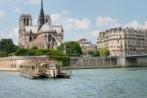 Seine Bootsfahrt zur Notre Dame